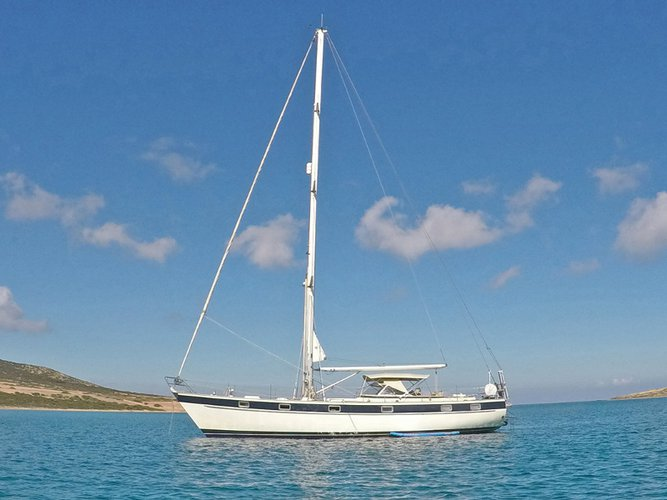 Get on the water and enjoy Syros in style on our Innovazioni Progetti Hallberg-Rassy 49