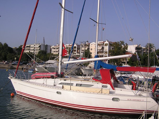 Get on the water and enjoy Lefkada in style on our Jeanneau Sun Odyssey 37.1