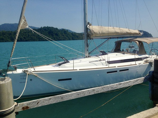 Enjoy luxury and comfort on this Koh Samui sailboat charter