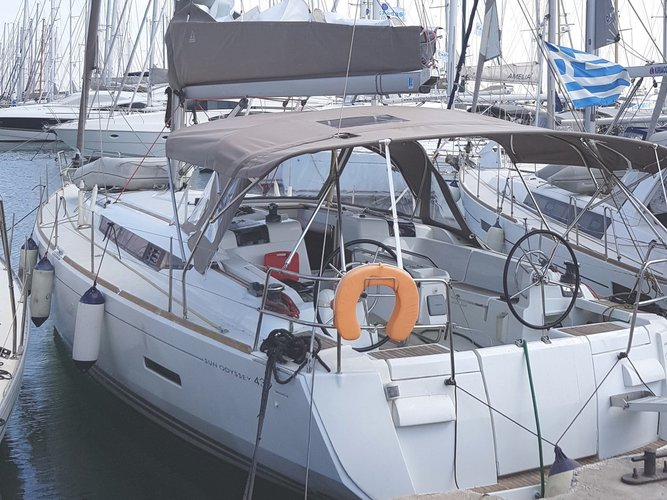 Take this Jeanneau Sun Odyssey 439 for a spin!