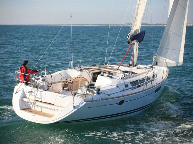 Sail the beautiful waters of Lavrion on this cozy Jeanneau Sun Odyssey 44 i