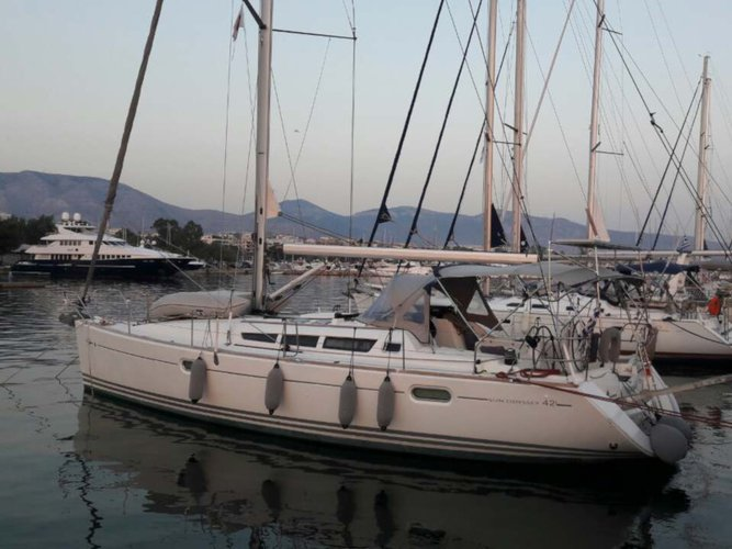 Take this Jeanneau Sun Odyssey 42 i for a spin!