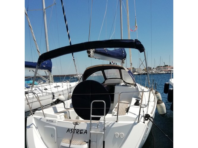 Enjoy luxury and comfort on this Jeanneau Sun Odyssey 33i in Carloforte