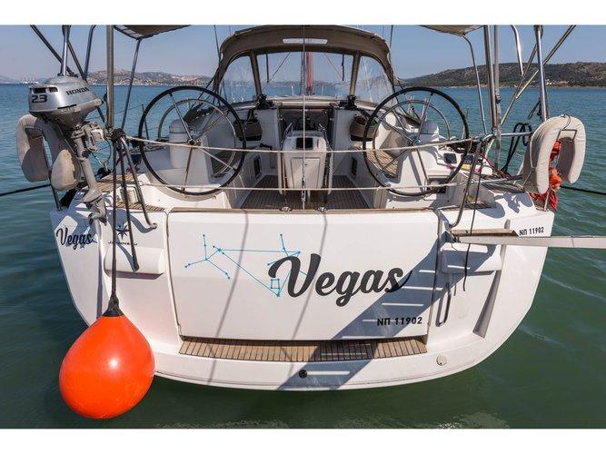 Jump aboard this beautiful Jeanneau Jeanneau Sun Odyssey 469