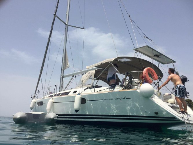 Enjoy luxury and comfort on this Jeanneau Jeanneau Sun Odyssey 44i in Lefkada