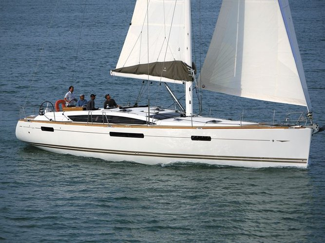Enjoy Athens, GR to the fullest on our comfortable Jeanneau Jeanneau 53 (5 cabs)