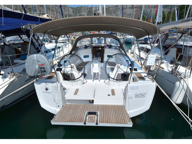 Jump aboard this beautiful Jeanneau Sun Odyssey 349