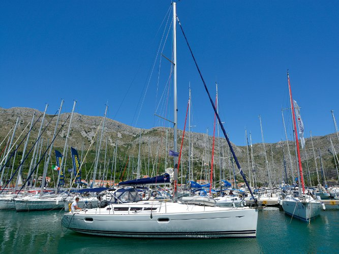 Enjoy luxury and comfort on this Jeanneau Sun Odyssey 42i in Dubrovnik