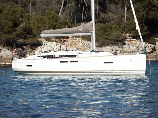 Enjoy luxury and comfort on this Jeanneau Sun Odyssey 409 in Marmaris