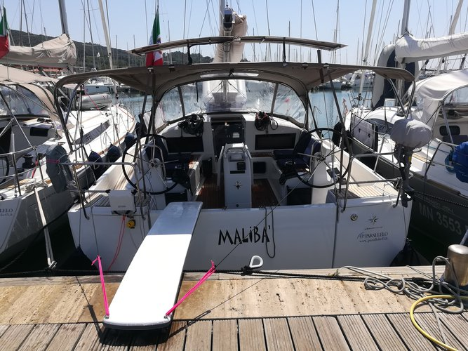 Sail the beautiful waters of Puntone - Follonica on this cozy Jeanneau Sun Odyssey 440