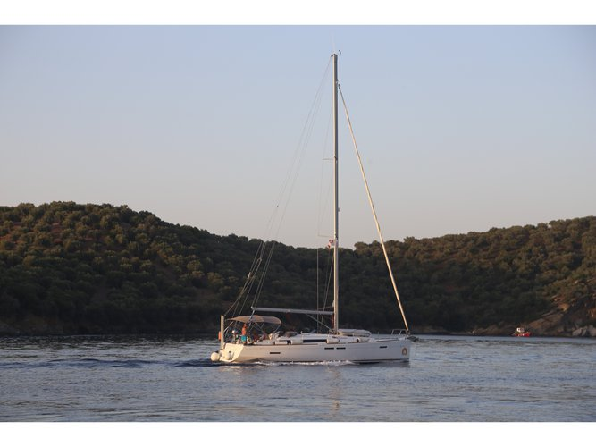 Beautiful Jeanneau Sun Odyssey 439 ideal for sailing and fun in the sun!