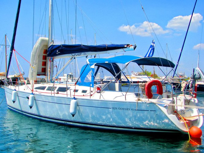 Jump aboard this beautiful Jeanneau Sun Odyssey 43