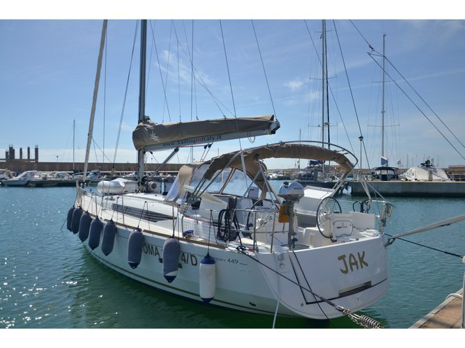 This sailboat charter is perfect to enjoy Salerno
