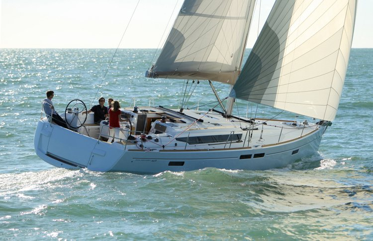 Up to 7 persons can enjoy a ride on this Jeanneau boat
