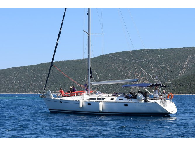 This sailboat charter is perfect to enjoy Volos