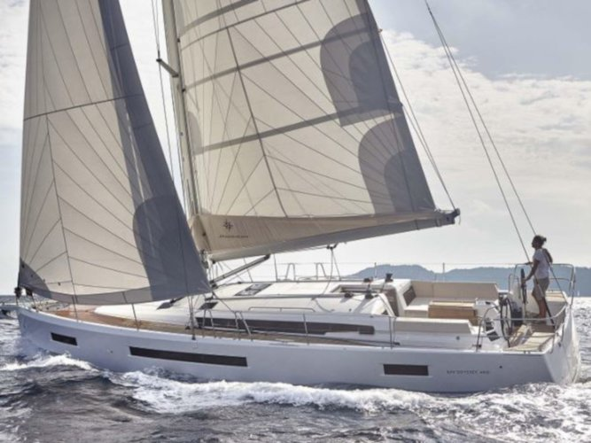 This sailboat charter is perfect to enjoy Portisco