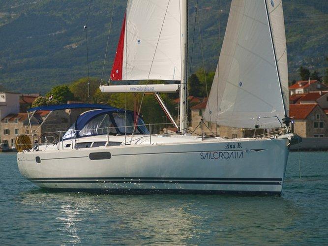 Jump aboard this beautiful Jeanneau Sun Odyssey 49i