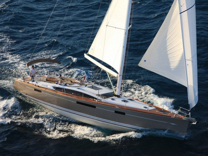 This sailboat charter is perfect to enjoy Šibenik