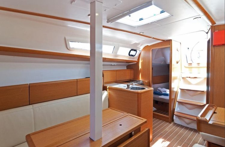 saloon aft starboard