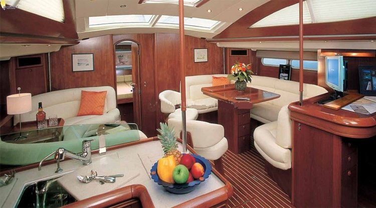 This 54.0' Jenneau cand take up to 13 passengers around Mumbai