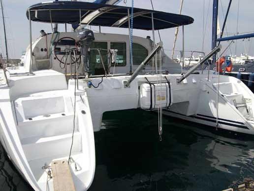 Enjoy luxury and comfort on this Lagoon Lagoon 410 in Athens