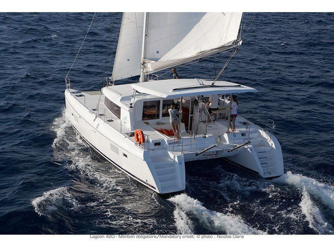 This sailboat charter is perfect to enjoy Orhaniye