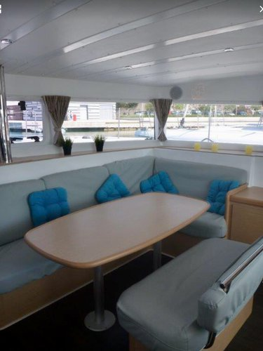 saloon forward starboard