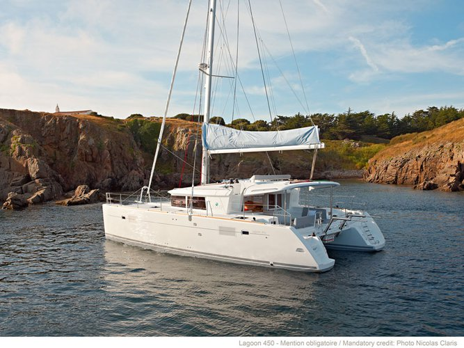 Jump aboard this beautiful Lagoon Lagoon 450