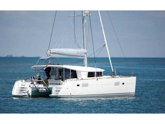 All you need to do is relax and have fun aboard the Lagoon Lagoon 400 S2