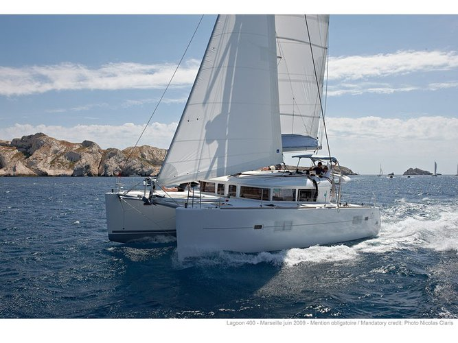 Enjoy Martinique, MQ to the fullest on our comfortable Lagoon Lagoon 400 S2