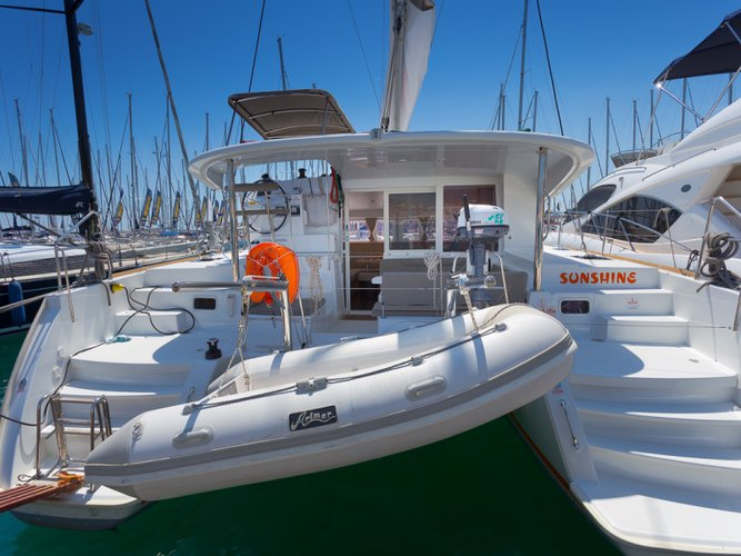 Enjoy luxury and comfort on this Lagoon Lagoon 400 S2 in Split