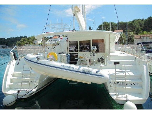 Charter this amazing sailboat in Šolta