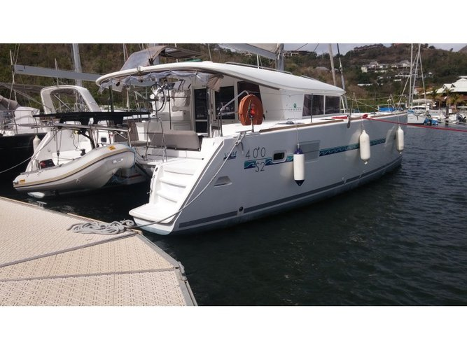 Charter this amazing Lagoon Lagoon 400 S2  in Pointe a Pitre, GP