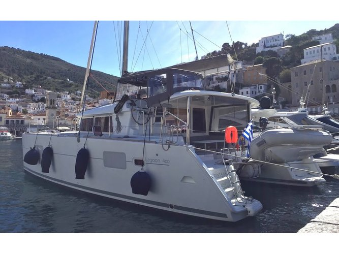 Jump aboard this beautiful Lagoon Lagoon 400