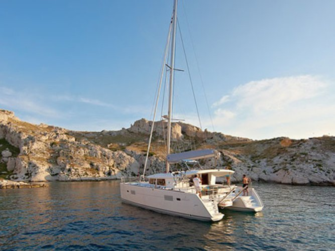 Enjoy luxury and comfort on this Lagoon Lagoon 400 S2 in Portoferraio