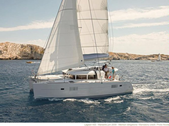 Enjoy luxury and comfort on this Lagoon Lagoon 400 in El Toro
