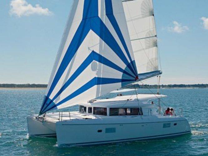 Beautiful Lagoon Lagoon 421 ideal for sailing and fun in the sun!