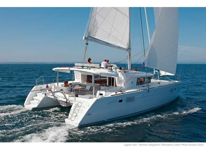 Enjoy luxury and comfort on this Martinique sailboat charter
