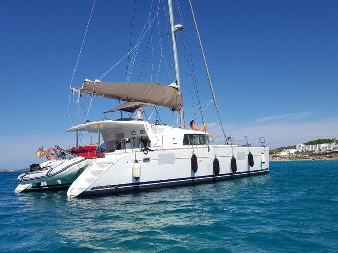 Beautiful Lagoon Lagoon 440 ideal for sailing and fun in the sun!