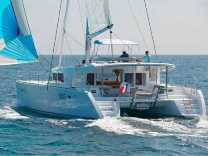 Hop aboard this amazing sailboat rental in Corfu!