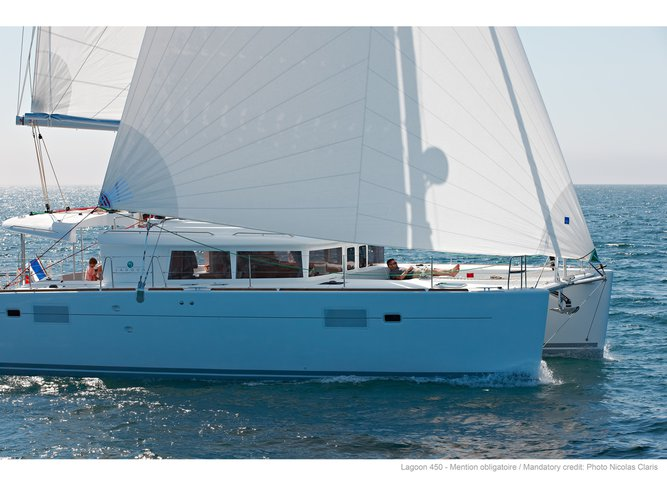 Jump aboard this beautiful Lagoon Lagoon 450F