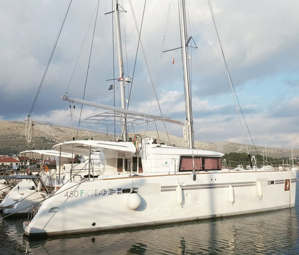 Charter this amazing Lagoon Lagoon 450 F Luxury in Trogir, HR