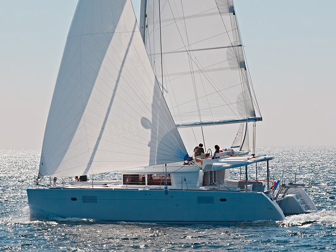 Sail the beautiful waters of Šibenik on this cozy Lagoon Lagoon 450