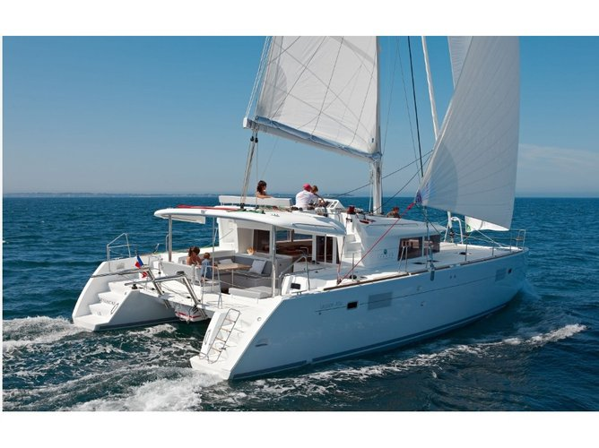 Beautiful Lagoon Lagoon 450  Flybridge ideal for sailing and fun in the sun!