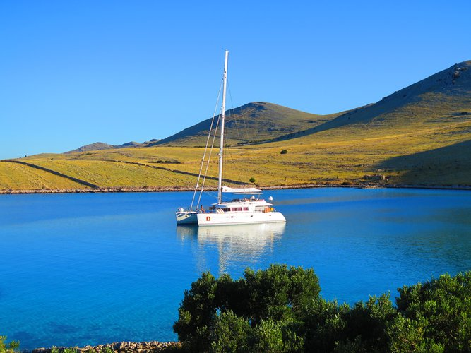 Beautiful Lagoon Lagoon 620 Luxury ideal for sailing and fun in the sun!