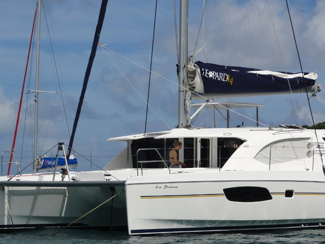 This sailboat charter is perfect to enjoy Mahe, Victoria