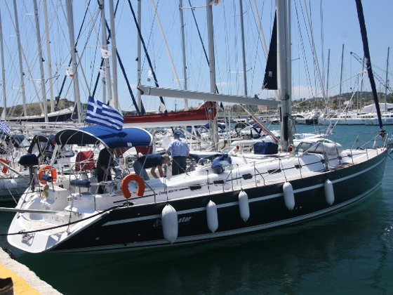 Relax on board our sailboat charter in Santorini - Vlichada