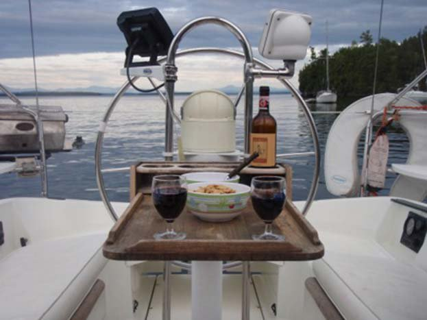 Discover Plattsburgh surroundings on this 281 Oceanis boat