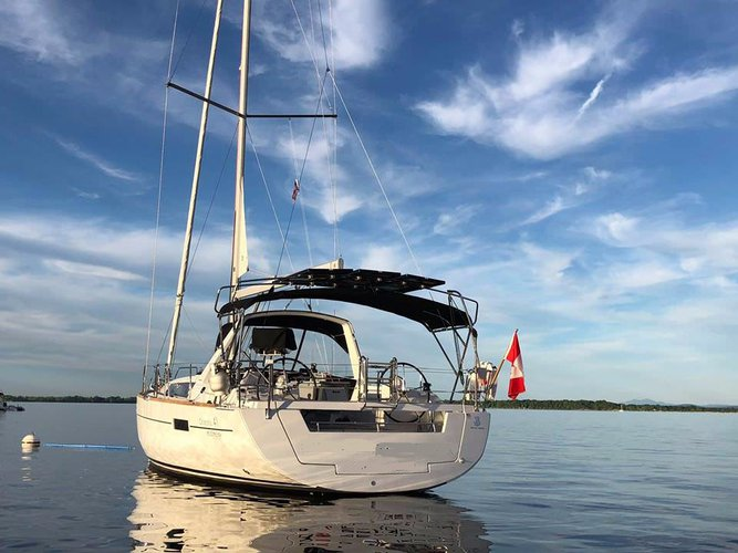 Discover Plattsburgh surroundings on this 41 Oceanis boat