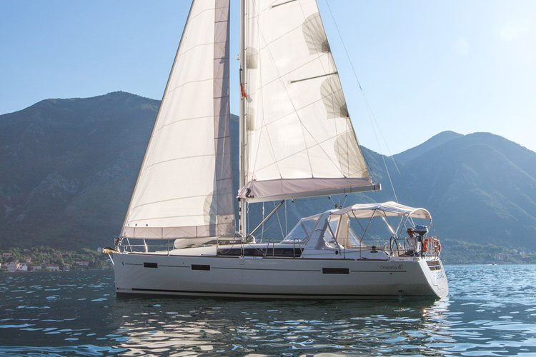 This sail boat rental is perfect to enjoy Tivat